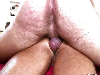 Muscle head loves fucking willing guy