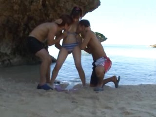 Sexy Yukiko Suo Has an Outdoor Threesome on the Beach