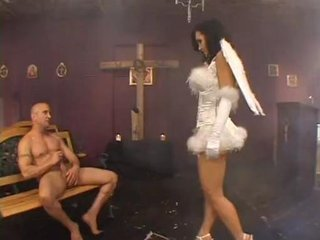 Busty Milf Lisa Ann takes a large Cock