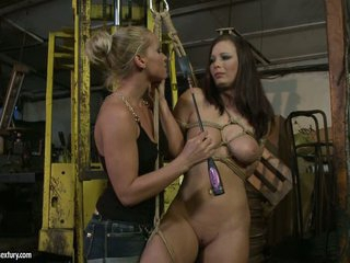 Kathia Nobili whip the tongue of hottie chick