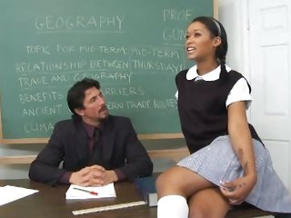 Sexy schoolgirl Skin Diamond gets her grades up