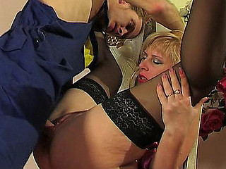 Awesome older chick getting her strong muff exploited by juvenile hung worker