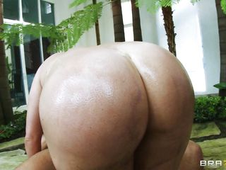 Big ass babe with huge tits, pretty face,big vagina and sexy body sucks the guys cock and then gets on top of him putting that dick in her ass. This redhead babe enjoys a huge hard dick in her anus, look at that big round butt getting fucked and oiled. She bounces on his dick and then he cums deep inside her ass, filling her with his hot jizz.